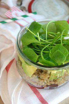 Jakiś czas temu popularnym trendem stało się przygotowywanie w słoikach warstwowych posiłków na wynos. Choć nie potrafię powiedzieć czy moda na nie już przeminęła, czy nadal trwa w najlepsze, posta… Quinoa, Pickles, Cucumber, Pickle, Zucchini, Pickling