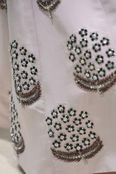Giambattista Valli at Couture Fall 2018 - Details Runway Photos Hand Embroidery Dress, Kurti Embroidery Design, Embroidery Neck Designs, Bead Embroidery Patterns, Couture Embroidery, Embroidery Works, Zardosi Embroidery, Silk Ribbon Embroidery, Embroidery Fashion