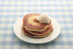 パインヨーグルトホットケーキ。パインがかわいいホットケーキ。牛乳ではなくヨーグルトを使うのでしっとり。/ヨーグルトのスイーツ(「はんど&はあと」2013年7月号)