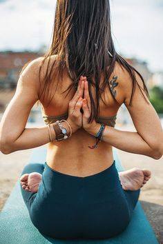 On the NS Blog: 10 Mantras to Say Every Day for Better Health #nutrition #nutritionstripped #yoga #meditation #Mantra Photo Via fr.chatelaine.com