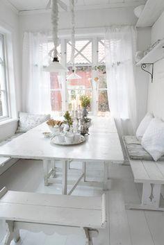 pretty dining / breakfast nook
