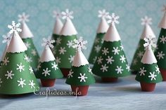 Christmas Paper Crafts -Craft an advent calendar using paper and clay pots Potted Christmas Trees, Cute Christmas Tree, Christmas Favors, Simple Christmas, Christmas Decorations, Christmas Craft Projects, Christmas Paper Crafts, Christmas Tree Advent Calendar, Christmas Countdown