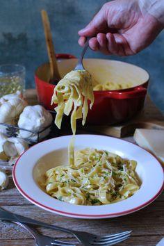 One Pot Garlic Parmesan Pasta Garlic Parmesan Pasta, One Pot, Spaghetti, Ethnic Recipes, Instagram, Food, Recipes, Stew, Essen