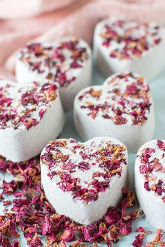 DIY: Heart Bath Bombs (For Valentine's Day)   http://adventures-in-making.com/diy-heart-bath-bombs-for-valentines-day/