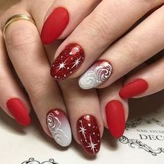 Make your look extraordinary beautiful with these extraordinary christmas nails manicure ideas. These are best ideas for christmas manicure for girls Xmas Nails, Holiday Nails, Red Nails, Christmas Nails, Short Nail Designs, Cool Nail Designs, Nail Art Noel, Christmas Nail Art Designs, Christmas Design