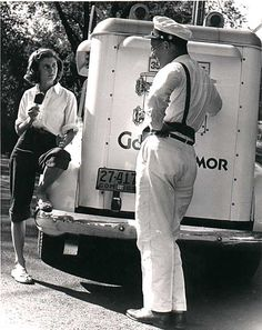 The Good Humor , ice cream man. Does anyone remember the little bikes with dry ice freezers attached and the little boys would peddle them all over town? I lived by Riverview Park and would peddle that bike to the lakefront to sell ice cream. Vintage Trucks, Vintage Ads, Vintage Dress, Good Humor Man, Good Humor Ice Cream, Foto Picture, Ice Cream Man, Vintage Ice Cream, Summer Treats