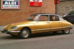 Pour ce jeudi, un lingot d'or ! Une Citroën DS dorée