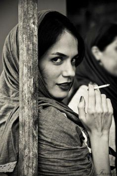 Iranian women give Mona Lisa a run for her money !!