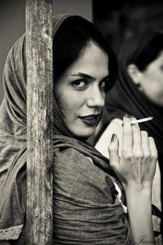 Iranian women give Mona Lisa a run for her money !!