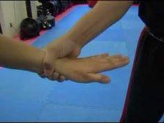 self defense wrist grab release Self Defense Moves, Self Defense Martial Arts, Self Defense Techniques, Jiu Jitsu, Survival Tips, Survival Skills, Outdoor Survival, Home Defense, Krav Maga