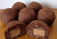 The road to loving my Thermomix: Mars Bar Balls - maybe with another chocolate bar or none at all in the middle. Yummy Treats, Delicious Desserts, Sweet Treats, Yummy Food, Yummy Yummy, Cheesecake Bars, Cheesecake Recipes, Dessert Recipes, Bar Recipes