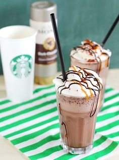Copy Cat Recipe Starbucks Double Chocolaty Chip Frappuccino Source by Starbucks Frappuccino, Bebidas Do Starbucks, Starbucks Drinks, Starbucks Secret Menu, Starbucks Recipes, Copycat Recipes, Drink Recipes, Chips, Crack Crackers