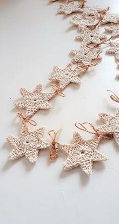Crochet Christmas Garland, Crochet Garland, Crochet Decoration, Crochet Ornaments, Christmas Crafts, Crochet Star Patterns, Crochet Stars, Crochet Motif, Crochet Designs