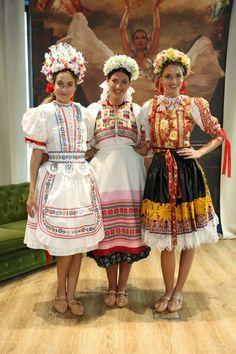 Costumes Around The World, European Countries, Folk Costume, Ethnic Fashion, Ancient Art, Folklore, Prague, Poland, Hair