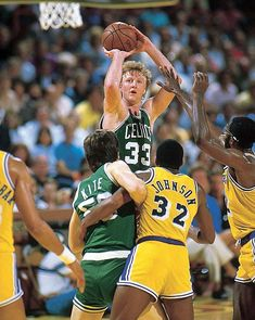 Larry Bird, favorite all time NBA player. Not as good as MJ or Lebron but got to admire what he did with relatively average athleticism. Basketball Legends, Sports Basketball, Basketball Players, Celtics Basketball, Basketball Shirts, Basketball History, Jordan Basketball, College Basketball, Hockey