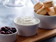 Scones au citron, fromage à la crème battu, poêlée de bleuets au miel  Les desserts de Patrice