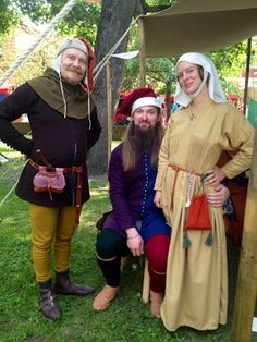 Riku keeping company to Torsti and Hanna, who has awesome new dress, which is based on norwegian Uvdal find. Turku medieval market.