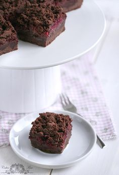 #RECIPE - Crispy chocolate cake with custard and raspberries