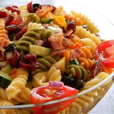 Simple Tasty Pasta Salad (Healthy Summer Snacks For Teens) Healthy Summer Snacks, Summer Salads, Healthy Recipes, Healthy Eats, My Favorite Food, Favorite Recipes, Suddenly Salad, Pasta Salad Recipes, Soup And Salad