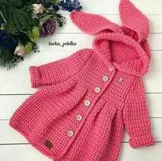 Discover thousands of images about ione ribeiro rocumbackpaso a pado de esteBaby Crochet Jacket Crochet baby jacket modelsBaby Crochet JacketCrochet blouse or baby jacketThis Pin was discovered by лар Crochet Baby Sweater Pattern, Baby Sweater Patterns, Crochet Baby Cardigan, Crochet Coat, Baby Girl Crochet, Crochet Baby Clothes, Crochet Jacket, Baby Knitting Patterns, Baby Patterns