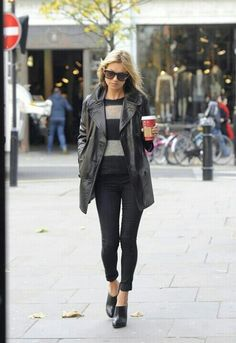Kate Moss Fashion Out and About in London November 2012 - Star Style Moss Fashion, Star Fashion, Fashion Outfits, Fashion Tips, Style Casual, Casual Chic, My Style, Denim Style, Rosie Huntington Whitley