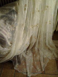 tenda in pizzo di calais su tulle finemente ricamato : Tessili e tappeti di atelier-tenda
