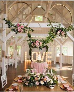 How to transform hula hoops into dreamy decorative wreaths .- So verwandeln Sie Hula Hoop Reifen in traumhafte Deko-Kränze! Gold Wedding Colors, Pink And Gold Wedding, Wedding Color Schemes, Pink Gold Party, Wedding White, White Bridal, Wedding Centerpieces, Wedding Table, Wedding Rustic