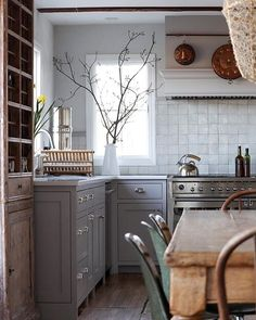 Home Tour // This 1980 Country Cottage is so Full of Character That It Feels a C. Home Tour // This 1980 Country Cottage is so Full of Character That It Feels a Century Older — The Grit and Polish Design Retro, Deco Design, Layout Design, Design Ideas, Home Decor Kitchen, Home Kitchens, Kitchen Dining, Green Kitchen, Cocinas Kitchen