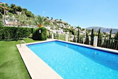 This villa has a last-minute offer: 10% off, if your stay starts before the 19-04-2021. Book now and benefit of the best rates. #costablanca #holidayspain #villa #benissa #calpe #moraira #turisol Moraira, Spain Holidays, Bungalow, Villa, Vacation, Outdoor Decor, Benefit, Summer, Coupon
