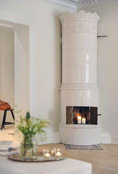 Best 8 Scandinavian Style Fireplace Design Ideas For Inspiration Swedish Decor, Swedish Style, Swedish House, Swedish Design, Nordic Style, Scandinavian Fireplace, Scandinavian Style Home, Scandinavian Interior, Swedish Interiors