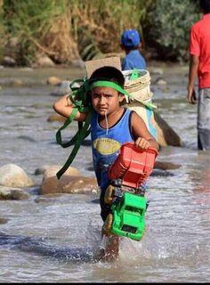 """Presidente @JuanManSantos , este no es un """" incidente """", este es un niño al q le fueron  vulnerados sus Derechos"""