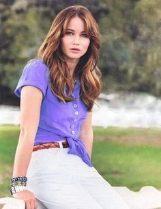 Jen in brunette is always beautiful.