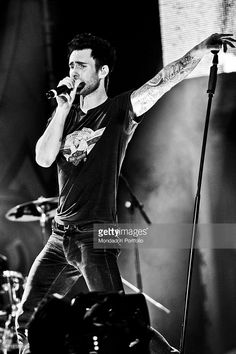 'The singer-songwriter and leader of Maroon 5 Adam Levine performing at the Coca Cola Live MTV - The Summer Song in a photo shooting. Naples, Italy. September 2010 (Photo by Francesco Prandoni\Archivio Francesco Prandoni\Mondadori Portfolio via Getty Images)'