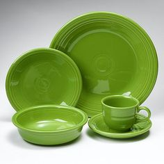 I have all the place settings. Now I just need the other pieces too!