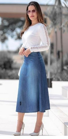 Skirt outfits - Nice white blouse and long denim skirt Modest Dresses, Modest Outfits, Skirt Outfits, Casual Dresses, Fashion Dresses, Blouse And Skirt, Denim Skirt, Dress Skirt, Denim Fashion