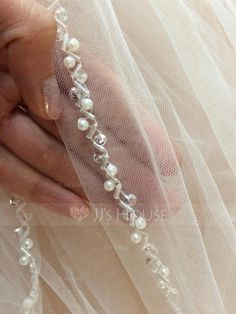 One-tier Elbow Bridal Veils With Pencil Edge - JJsHouse Bead Embroidery Tutorial, Border Embroidery Designs, Embroidery Hoop Crafts, Embroidery Flowers Pattern, Embroidery Stitches, Hand Embroidery Dress, Tambour Embroidery, Couture Embroidery, Crazy Quilting