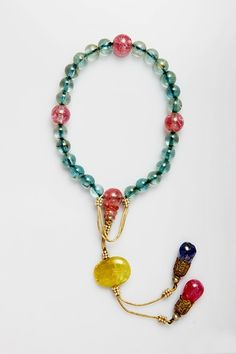 清宫夏日手串|故宫博物院 Jade Jewelry, Pearl Jewelry, Jewelry Accessories, Handmade Jewelry Designs, Chinese Antiques, Sunglasses Women, Chinese Hairpin, Beaded Necklace, Prayer Beads