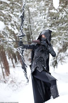 Skyrim is starting to become my favorite game in terms of all the awesome cosplay that it's inspired. I was most impressed with the Dovahkiin Daedric armor cosplay, and the same goes for the Nightingale Armor created and modeled by Beebichu. Skyrim Cosplay, Skyrim Armor, The Elder Scrolls, Skyrim Nightingale Armor, Konosuba Wallpaper, Arte Ninja, Elfa, Cosplay Tutorial, Fantasy Costumes