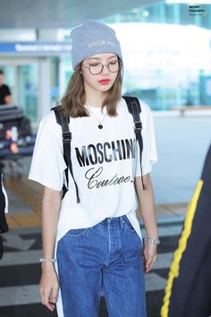 On September BLACKPINK was seen arriving at Incheon International Airport. There, Lisa left everyone shook with her doll-like visuals. Blackpink Outfits, Kpop Fashion Outfits, Blackpink Fashion, Korean Fashion, Casual Outfits, Boyish Outfits, Jennie Lisa, Blackpink Lisa, Airport Fashion Kpop