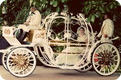 A chariot for bridal entry is a definite ode to the bygone era.