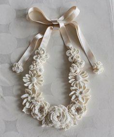 Sidney Artesanato: Max colar flores brancas