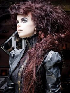 Steampunk its more than an aesthetic style, it's the longing for the past that never was. In Steampunk Girls we display professional pictures, and illustrations of Steampunk, Dieselpunk and other anachronistic 'punks. Some cosplay too! Crazy Hair, Big Hair, Weird Hair, Goth Victorien, Steampunk Hairstyles, Victorian Hairstyles, Steampunk Accessoires, Goth Hair, Girls Twitter