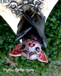 Steampunk Bat Sculpture by MysticReflections on DeviantArt Polymer Clay Figures, Cute Polymer Clay, Polymer Clay Charms, Fimo Clay, Polymer Clay Creations, Handmade Polymer Clay, Polymer Clay Jewelry, Polymer Clay Steampunk, Steampunk Animals