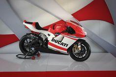 Ducati Biposto. Una motogp para dos.