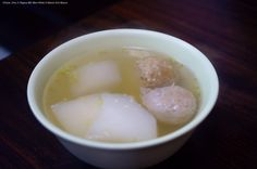 菜頭貢丸湯驅寒。#林家豬腳 #晚餐 #台灣 #Hot #Soup with radish  dumplings #Winter #food #Taiwan