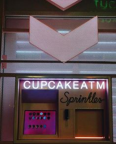 One of the things I miss from the #ues in #nyc is the #sprinkles #cupcake #atm ! We had it first but the ATM is just as fun in #lasvegas . Who wouldn't want cupcakes coming out of an ATM at all hours of the night?! #lasvegasstrip #lasvegasblvd #sprinklescupcakes #sprinklescupcakeatm #instafood #foodstagram #foodporn #food #foodgasm #foodpics #foodlover #foodie #foodiegram #lasvegas #instatravel #travel #travelgram #foodlove #vegasstrip #vegastrip #cupcakes #nofilters #vegasnightlife #nomnom…