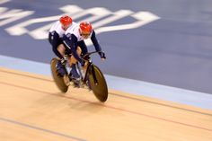 Anthony Kappes and pilot Craig Mclean win Gold in Men's Individual B Sprint