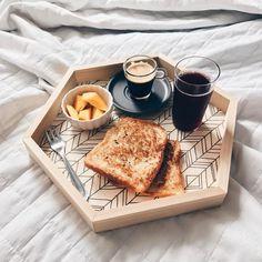 """1,871 curtidas, 38 comentários - Apartamento 203 (@apartamento_203) no Instagram: """"Café na cama! ☕️ Bom dia!! ☀️"""""""