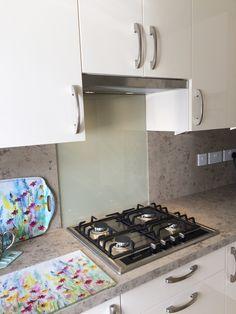 Gloss Kitchen, Uni, Magnolia, Stove, Kitchen Appliances, Interior, Diy Kitchen Appliances, High Gloss Kitchen, Home Appliances