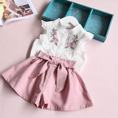 Hurave 2017 summer Korean baby girls clothing set children heart shirt+bow shorts suit kids floral bow clothes set suit - Kid Shop Global - Kids & Baby Shop Online - baby & kids clothing, toys for baby & kid Baby Outfits, Vest Outfits, Little Girl Dresses, Short Outfits, Kids Outfits, Pants Outfit, Bow Shorts, Kids Fashion Photography, Korean Babies